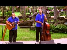 Free Evening Entertainment on the island of Oahu, Hawaii. Video from Royal Hawaiian Shopping Center.