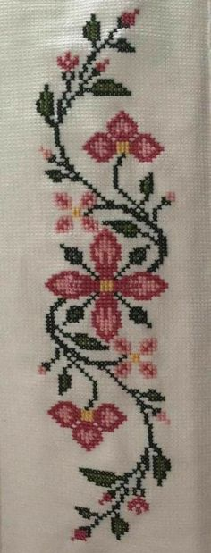 This post was discovered by Mu Easy Cross Stitch Patterns, Cross Stitch Borders, Simple Cross Stitch, Cross Stitch Flowers, Cross Stitch Designs, Cross Stitching, Hand Embroidery Designs, Beaded Embroidery, Cross Stitch Embroidery