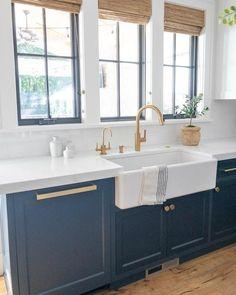Kitchen Sink Decor, Farmhouse Sink Kitchen, Modern Farmhouse Kitchens, Kitchen Interior, New Kitchen, Home Kitchens, Kitchen Design, Brass Kitchen, Kitchen Ideas