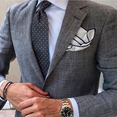 Estuniga Menswear - Linen: a cool and interesting option for those warm summers. Look Formal, Men Formal, Gentleman Mode, Gentleman Style, Sharp Dressed Man, Well Dressed Men, Grey Suit Combinations, Blazer, Suit Fashion