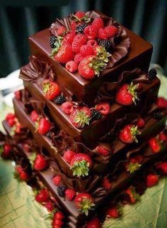 Tentazione irresistibile di cioccolato e frutti di bosco,: deliciosa tentacion