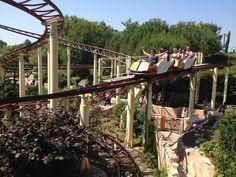 Le Vol d'Icare - Parc Astérix Famous Places In France, Fair Grounds, Roller Coasters, Island, Paris, Travel, Mountains, Amusement Parks, City