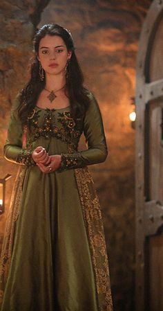 Adelaide Kane in Reign Reign Dresses, Old Dresses, Mary Stuart, Reign Mary, Reign Fashion, Fantasy Gowns, Hijab Fashion Inspiration, Princess Aesthetic, Adelaide Kane