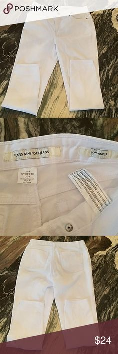 """Jones New York White Soho Ankle Jeans Jones New York Soho Slim Ankle Jeans in White   Belt loops Back welt pockets Zip fly with button closure   Inseam 26.25"""" Flat waist approximately 14"""" Rise approximately 9""""  98% Cotton  2% Elastane   Have in Capri as well! Other great size 4 jeans not yet listed! Please let me know if you are interested in other styles! Also great Hudson's that are NWT in this size! Jones New York Jeans Ankle & Cropped"""