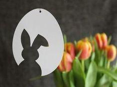 """3 Vorlagen für schnelle & schlichte Osterdeko aus Papier: Osterhase & Tulpe & """"Frohe Ostern"""" – kugelig.com – Die Vorlagen sind für Plotter & Schere geeignet und stehen in den Formaten PDF, JPG, SVG, DXF und Studio3 hier zum Download zur Verfügung. Wie gefallen Euch meine Osterei-Motive? P.s.: Ich arbeite gerade an Fahnen für gebackene Osterlämmer (für Plotter-..."""