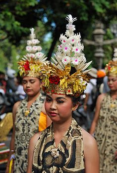Another interesting headgear from one of the tribes in Indonesia.