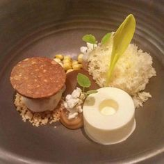Tadaaaa... Peanut / caramel / popcorn / brown rum #dessert #peanutcookies #sensesrestaurant #finedining #artofplating #amsterdamhotspot #gastroart  #chefsofamsterdam #brownrum