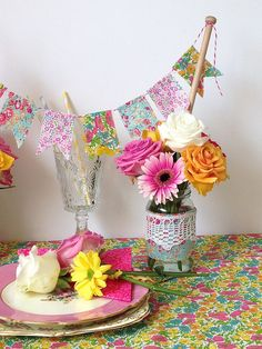 Styling a table setting and mini bunting tutorial for the Liberty. Mini Bunting, Party Bunting, Bunting Garland, Adult Crafts, Diy And Crafts, Paper Crafts, Liberty Party, Bunting Tutorial, People Shopping