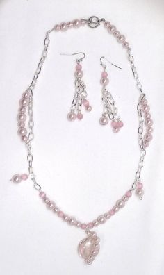 Retrouvez cet article dans ma boutique Etsy https://www.etsy.com/ca/listing/244472648/chain-and-pink-pearl-set