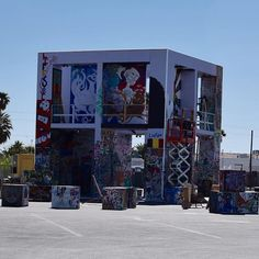 Amazing 2016 installation of the Life Cube in #dtlv. Amazing public participation art project! Check it out while its up (it's temporary) at 9th and Fremont. • #vegas #lasvegas #publicart #streetart #fremontstreet