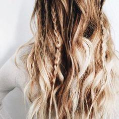 Hair hair everywhere. Messy Hairstyles, Pretty Hairstyles, Medium Hairstyles, Night Hairstyles, Hairstyle Ideas, Bohemian Hairstyles, Makeup Hairstyle, Winter Hairstyles, Hair Inspo