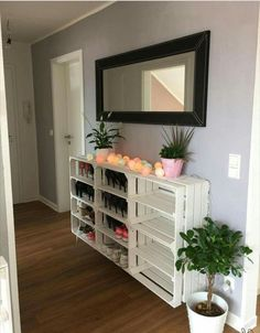 Weinkisten DIY Schuhregal Weinkisten DIY Schuhregal The post Weinkisten DIY Schuhregal appeared first on Flur ideen. Diy Shoe Rack, Shoe Shelves, Shoe Storage, Storage Ideas, Diy Casa, Diy Box, Wooden Boxes, Wooden Crates, Diy Furniture