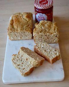 sofiessmil🍞🍓Proteinbrød : •2 dl Havrekli bløtlagt i vann *sveller til ca 3dl •3 Egg •2 Scoop vaniljeprotein •1/2 stor Cottagecheese boks •1 ss sukringold •2ts fiberhusk og bpulver Steker på 200C til det slipper i kantene på bakepapiret i brødformen. ♥️Ett saftig og søtlig brød som smaker godt i seg selv, også uten pålegg. Ellers er topping/pålegg forslag feks bær, cottageheese, banan, eple m kanel, sukkerfritt syltetøy eller det hjemmelagde sjokoladepålegget. Oppbevares i kjøleskap, og… Krispie Treats, Rice Krispies, French Toast, Bread, Breakfast, Desserts, Food, Morning Coffee, Tailgate Desserts