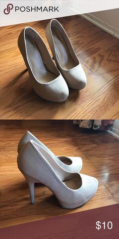Cream heels Mix No. 6 tan heels! Perfect for formal or bridesmaid gowns! Mix No. 6 Shoes Heels