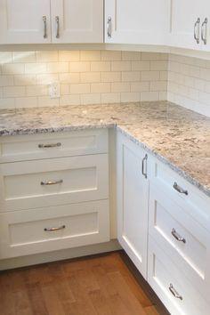 White Cabinets White Countertops, Backsplash Kitchen White Cabinets, White Granite Kitchen, Paint Cabinets White, White Shaker Kitchen, White Shaker Cabinets, Backsplashes With White Cabinets, White Cabinet Kitchen, Kitchens With White Cabinets