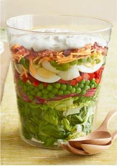 Wow the crowd with a Blue Ribbon Layered Salad. This Blue Ribbon Layered Salad includes hard-cooked eggs, cheddar cheese and crumbled cooked bacon. Kraft Foods, Kraft Recipes, Queso Cheddar, Cheddar Cheese, Mac Cheese, Seven Layer Salad, Types Of Salad, Cooking Instructions, How To Cook Eggs
