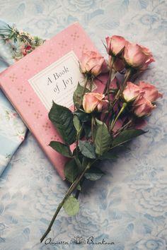 Il libro dei momenti di gioia,in cui trascrivere tutto ciò che ha portato momenti di gioia nella nostra vita.