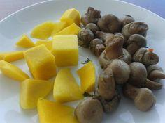 "Today I had something ""traditional"": baked mushrooms with dill and fresh mango. The dill savor was sooo tasty. Herbs rule.  Azi am mancat ceva ""traditional"": ciuperci la cuptor cu marar si mango fresh. Aroma de marar a fost fff delicioasa. Ierburile sunt cele mai bune! #vegan #mushrooms #dill #mango #ciuperci #marar"