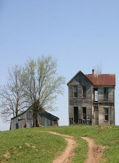 Forgotten In Missouri..when I see these farm houses I think of all the history.