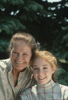 Anne of Green Gables - Marilla Cuthbert & Anne Shirley Anne Of Avonlea, Road To Avonlea, Anne Shirley, Anne Of Green Gables, Anne Green, Colleen Dewhurst, Megan Follows, Image Film, Gilbert Blythe