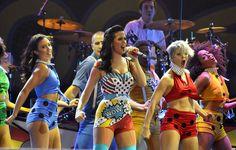 Katy Perry Pops In Lichtenstein-Inspired Parachuting Ensemble | MTV Style