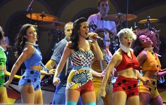 Katy Perry Pops In Lichtenstein-Inspired Parachuting Ensemble | MTV Style
