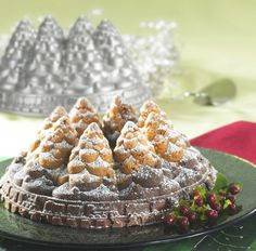 Nordic Ware Holiday Bundt Tree Pan - A beautiful addition to any holiday table;Heavy cast aluminum for even heating and exceptional durability;Non-stick surfaces for easy clean up Link Christmas 2015, Christmas Wishes, Christmas Baking, All Things Christmas, Christmas Crafts, Christmas Decorations, Holiday Tree, Holiday Tables, My Shopping List