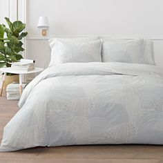Marimekko Vuorilaakso Bedding Sanna Annukka's Vuorilaakso (Mountain Valley) print is intricate and layered, but in a soft and light colorway of grey on white. The Marimekko Vuorilaakso duvet pairs perfectly with the clean-lined str. Make Your Bed, How To Make Bed, Duvet Sets, Duvet Cover Sets, Marimekko Bedding, Black White Bedrooms, Dream Apartment, Home Bedroom, Master Bedroom