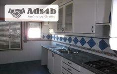 Apartamento T1 com 65m2, localizado na freguesia Castelo (Sesimbra). Este imóvel está inserido em zona habitacional tranquila. Tem boas acessibilidades. Servido de comércio e transportes. Li...