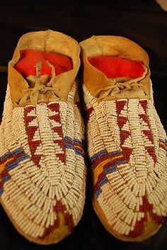 Antique Fully Beaded Sioux Moccasins Native American Indian moccs. 1900's