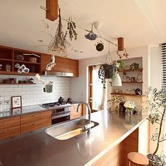 Hardwood (WARM) with the stainless steel works nice. French Kitchen Decor, Kitchen Interior, Home Interior Design, Kitchen Design, Small U Shaped Kitchens, Modern Japanese Interior, Small Space Living, House Rooms, Home Kitchens