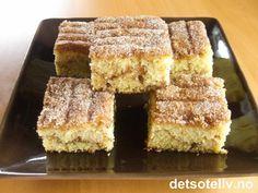 Rømme i deigen gir den myke konsistensen. Oppskriften er til stor langpanne. Baking Recipes, Cake Recipes, Norwegian Food, Sweet Cakes, Pavlova, Let Them Eat Cake, Tray Bakes, Sweet Recipes, Cupcake Cakes