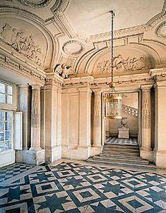 François Mansart, château de Maisons, Maisons-Laffitte Le vestibule d honneur du château de Maisons (XVIIe siècle), à Maisons-Laffitte, bâti par Mansart et décoré par Sarazin.