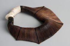 tinamotta:  tinamotta: Encontrado em charonkransenarts.com - via Pinterest. #necklace #accessories #detail