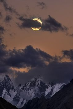 ✯ Moonrise in Karakorams