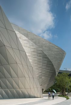 Completed in 2016 in Shenzhen Shi, China. Images by Duccio Malagamba . The Museum of Contemporary Art & Planning Exhibition (MOCAPE) is part of the master plan for the Futian Cultural District, the new urban center. Parametric Architecture, Futuristic Architecture, Facade Architecture, Amazing Architecture, Shenzhen, Monochrome, Exhibition Building, Metal Facade, Himmelblau