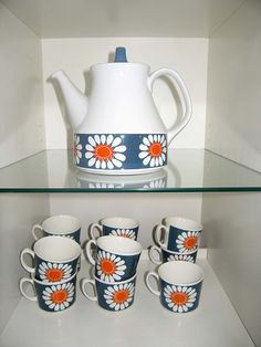 Figgjo Flint- Daisy.- this is such a happy design!