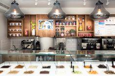 lighting design as a decorative element in a yogurt bar designed by dana shaked עיצוב תכנון ועיצוב תאורה כאלמנט דקורטיבי ביוגורטריה בעיצוב דנה שקד