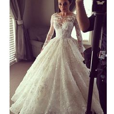 Vintage Lace With Long Sleeves Ball Gown See Through Charming Bridal Wedding Dress. DB040