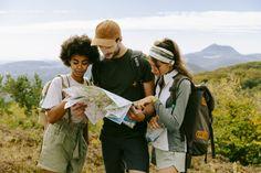 Schnapp dir deine Freunde und macht euch auf Entdeckungsreise durch die Natur!  #entdecker #volvic #freunde #zeitindernatur Digital Detox, Couple Photos, Couples, Nature, Fun, Lost, Drop, Beautiful, Phone