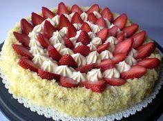 cosa ne dite di una bella torta soffice soffice, ripiena con una golosissima mousse al mascarpone e cioccolato bianco, decorata con delle o...
