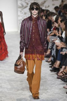 See the complete Etro Spring 2018 Ready-to-Wear collection.