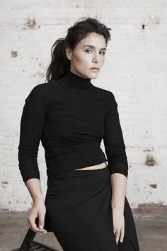 jessie ware + classic style + turtle neck + all black // Jessie Ware, Beautiful Actresses, Casual Outfits, Celebs, Style Inspiration, My Style, Classic Style, Female, Clothes For Women