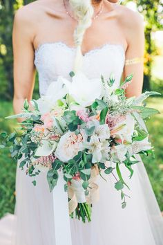 pastel toned bouquet - photo by High Five For Love Photography http://ruffledblog.com/best-of-2015-bouquets #weddingbouquet #bouquets