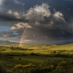 Awesome light in the fields of Val D'Orcia with rainbow all over the valley and astonishing clouds. Best Photographers, Landscape Photographers, Pretty Pictures, Cool Photos, Buddha, Italian Street, Rainbow Sky, We Are The World, Toscana