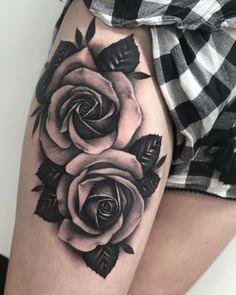 Feed Your Ink Addiction With 50 Of The Most Beautiful Rose Tattoo Designs For Men And Women - awesome black & gray roses tattoo © tattoo artist Chloe Aspey ❤🌹❤🌹❤🌹❤ - Rose Tattoos For Women, Black Rose Tattoos, Tattoo Designs For Women, Tattoos For Guys, Black And White Rose Tattoo, Tattoo Women, Tattoo Femeninos, Cover Tattoo, Leg Tattoos