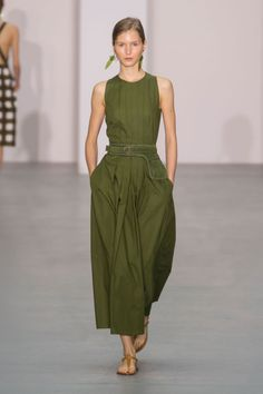 Jasper Conran Spring 2017 Runway Pictures Jasper Conran at London Fashion Week Spring 2017 – Runway Photos Summer Work Outfits, Cool Outfits, Summer Dresses, Casual Summer, Dress Outfits, Jasper Conran, Moda Casual, Mode Style, Beautiful Outfits