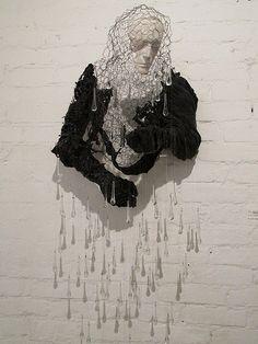 IMG_3037 by Marco Antônio Scarelli - Sob os Efeitos de Chronos - Exposição Corpus in Chronos - escultura com 200 gotas de cristal.