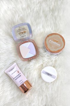 My essentials for a glowing face? Loving the L'Oreal True Match Lumi Cushion & Lumi Glow Highlighter!