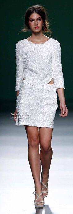 Chic White Sleeve Blouse and Skirt - Devota & Lomba Spring 2014 Madrid Fashion Week Runway Fashion, High Fashion, Fashion 2014, Classic Fashion, Bridal Gown Styles, Bridal Dresses, Blouse And Skirt, Peplum Dress, Cream Outfits